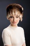 Femme dans un chapeau de fourrure Photographie stock