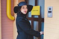 Femme dans un chapeau noir Image libre de droits