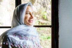 Femme dans un foulard Photographie stock