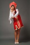 Femme dans un kokoshnik images stock