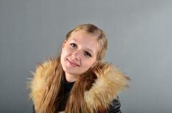 Femme dans un manteau de fourrure Photos stock
