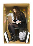 Femme dans un petit bureau Images libres de droits