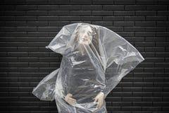 Femme dans un sac mortuaire Photographie stock