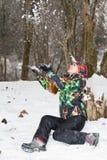 Femme dans une neige de projection de procès de ski image stock