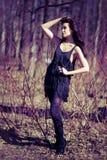 Femme dans une robe dans les branchements Photographie stock libre de droits