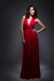 Femme dans une robe rouge Images stock