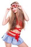 Femme dans une robe rouge avec les glaces photo stock