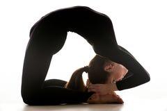 Femme dansant la danse acrobatique Images libres de droits