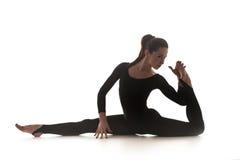 Femme dansant la danse acrobatique Photo libre de droits