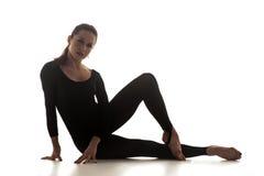Femme dansant la danse acrobatique Photographie stock