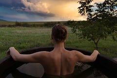 femme de baquet chaud photographie stock libre de droits