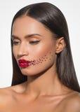 Femme de beauté avec la peau parfaite et le maquillage créatif Photos stock
