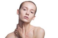 Femme de beauté avec la peau parfaite sur le blanc Photographie stock libre de droits