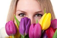 Femme de beauté avec la tulipe Photos libres de droits