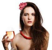 Femme de beauté avec les poils et le vin de beauté Images libres de droits