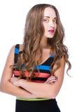 Femme de beauté dans la robe colorée de rayure Image stock