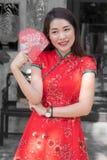 Femme de beauté pendant la nouvelle année chinoise photographie stock