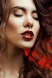 Femme de beaut? avec la fin parfaite de maquillage  Photographie stock