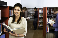 Femme de bibliothèque Photos stock