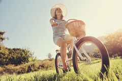 Femme de bicyclette Photos stock