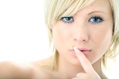 Femme de blonde de beauté de verticale de plan rapproché photo stock