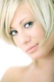 Femme de blonde de beauté de verticale de plan rapproché photographie stock