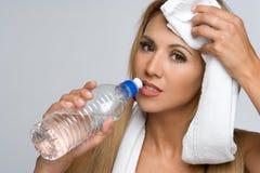 Femme de bouteille d'eau Photos stock