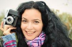 Femme de brune avec la collection d'appareil-photo de photo de film Image stock