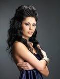 Femme de brune avec la longue coiffure photographie stock libre de droits