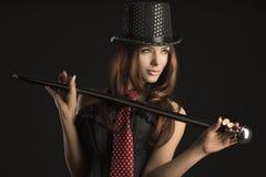 Femme de cabaret jouant avec le bâton images stock