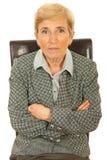 Femme de cadre supérieur s'asseyant sur la présidence Photos libres de droits