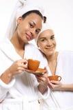 Femme de café, de relaxation et de beauté dans un salon de beauté Image libre de droits