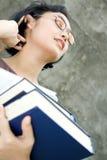 Femme de carrière intelligente et confiante avec des livres photographie stock libre de droits