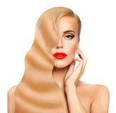 Femme de cheveu blond Visage gentil Longs cheveux sains et peau parfaite Photo libre de droits