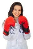 Femme de corporation de beauté avec des gants de boxe Images stock