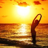Femme de coucher du soleil Photos stock