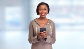 Femme de couleur avec le smartphone Images libres de droits