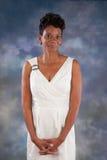 Femme de couleur dans le blanc Photo stock
