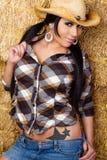 Femme de cow-girl en foin Images libres de droits