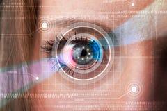 Femme de Cyber avec le regard technolgy d'oeil images libres de droits