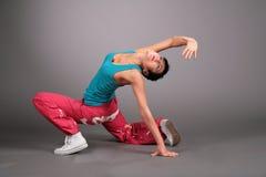 Femme de danse dans des poses de vêtements de sport Images libres de droits