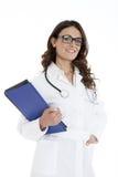 Femme de docteur avec un dossier, se tenant Photos libres de droits