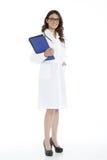Femme de docteur avec un dossier, se tenant Photographie stock