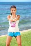 Femme de forme physique de crossfit de Kettlebell Image stock