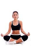 Femme de forme physique faisant la méditation Photo libre de droits