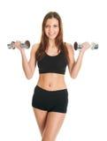 Femme de forme physique s'exerçant avec des dumpbells Images stock