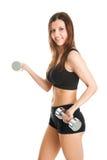 Femme de forme physique s'exerçant avec des dumpbells Images libres de droits