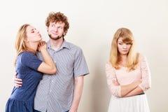 Femme de Jelous avec les couples heureux Images libres de droits