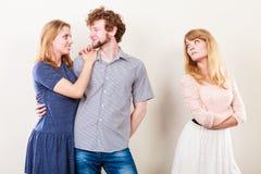 Femme de Jelous avec les couples heureux Image libre de droits