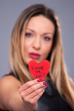 Femme de jour de valentines avec la robe rouge Images libres de droits